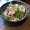 そば屋でとれた有機野菜を使ったサラダそば 。みやだいず豆腐ドレッシングと甘乳蘇とそば